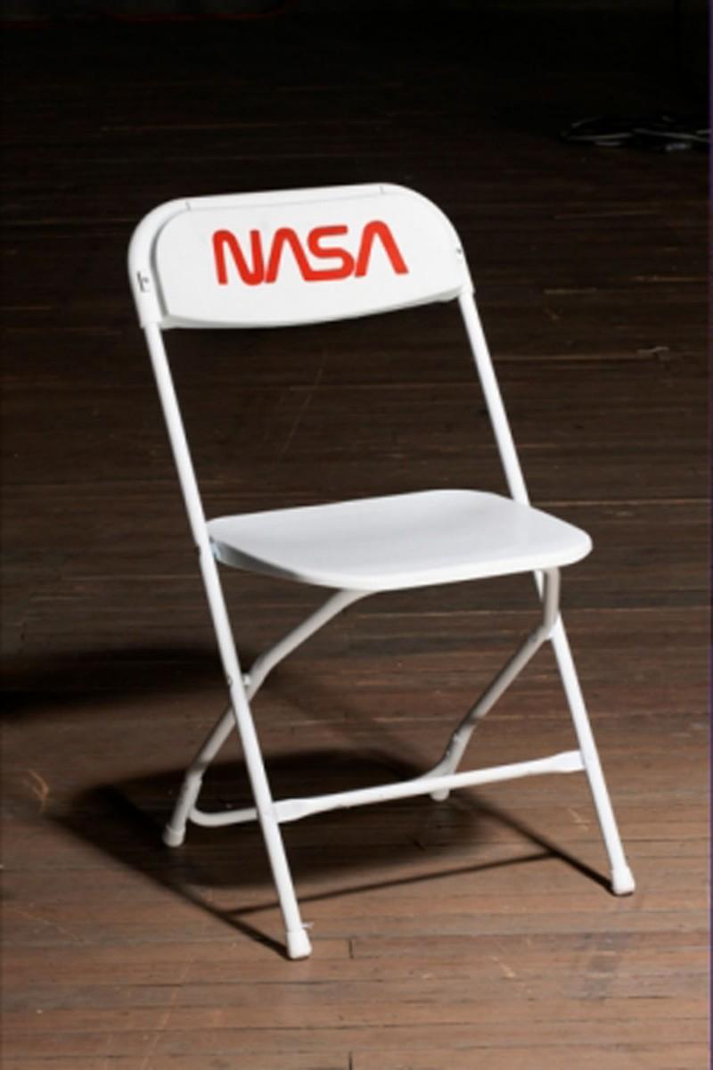抽選販売される「NASA Chair」©Tom Sachs