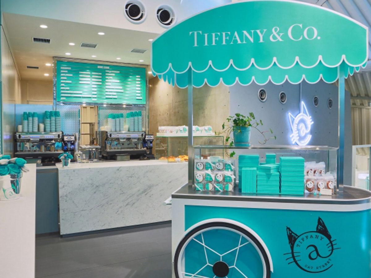 最上階に開く日本初の「ティファニー カフェ」店内