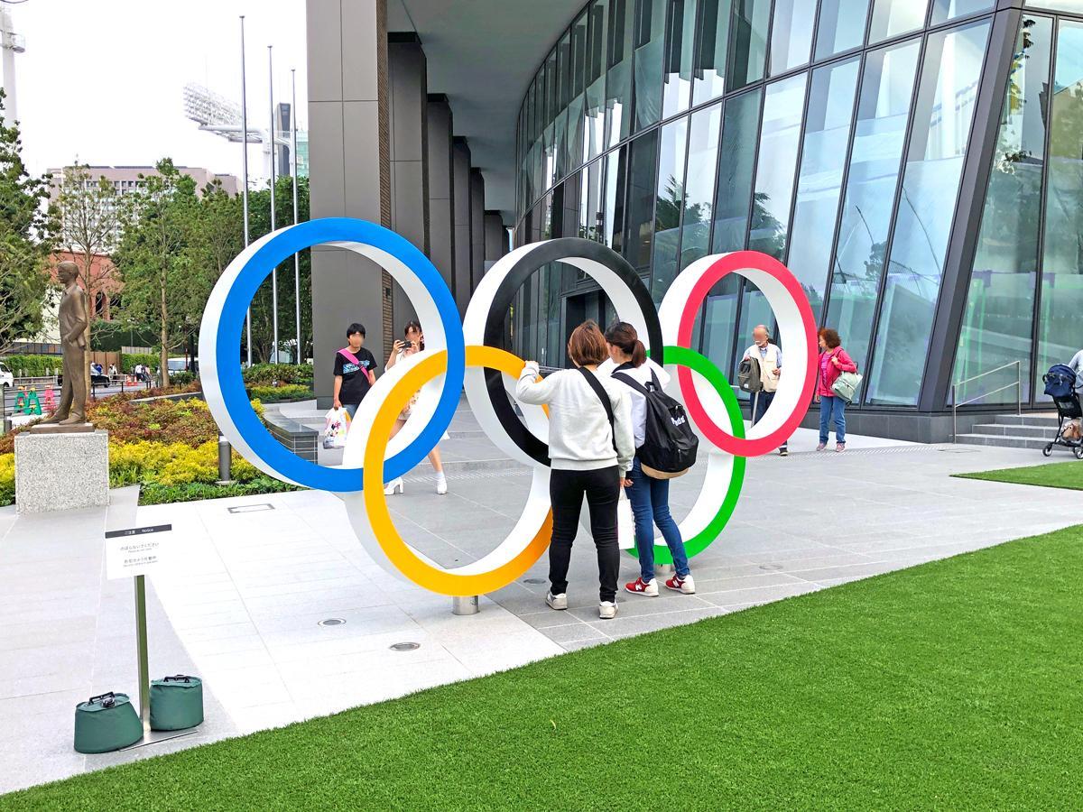 五輪モニュメントなどが早くも写真スポットとしてにぎわうオリンピックパーク