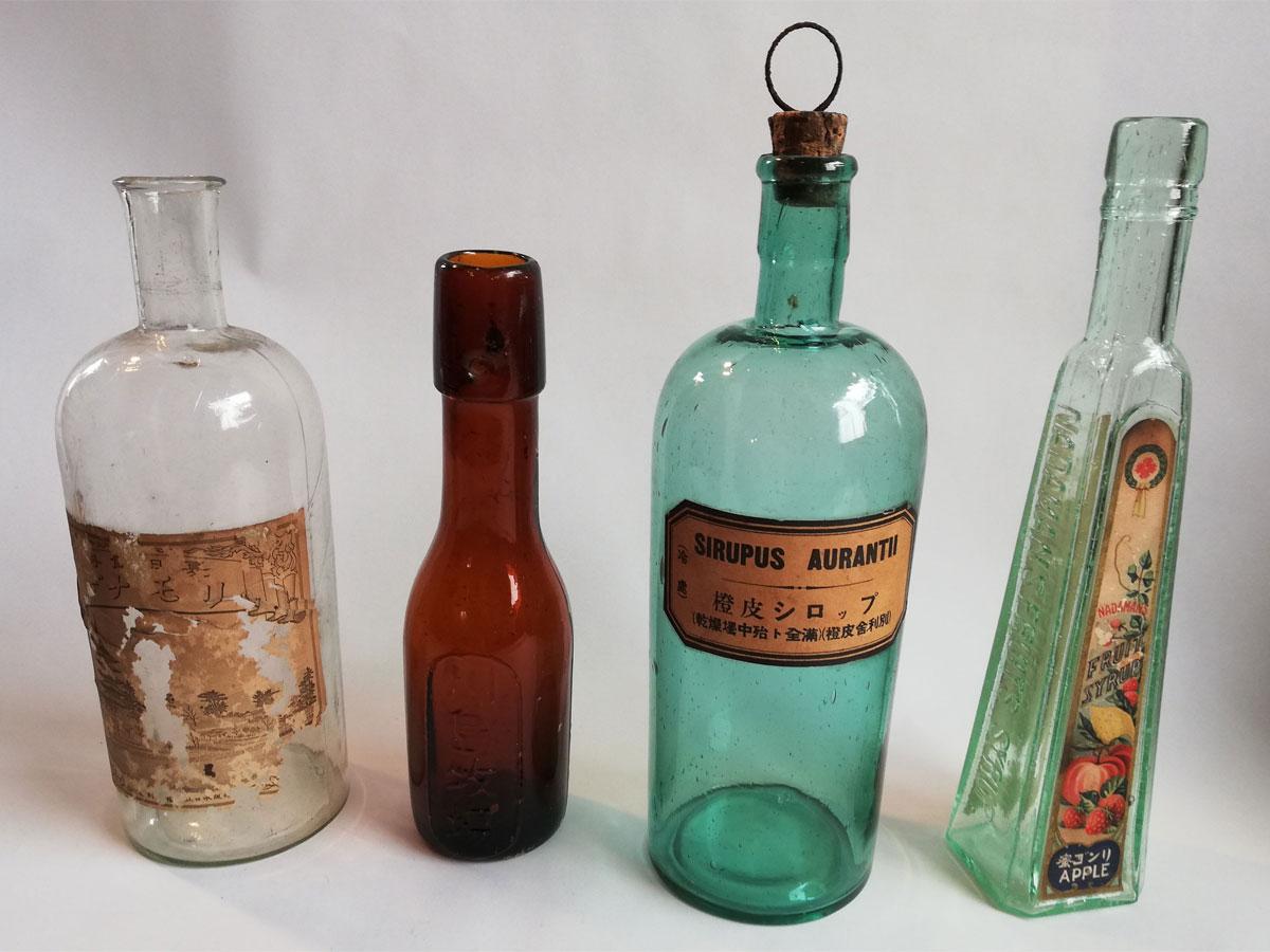 展示するビンテージガラス瓶のイメージ