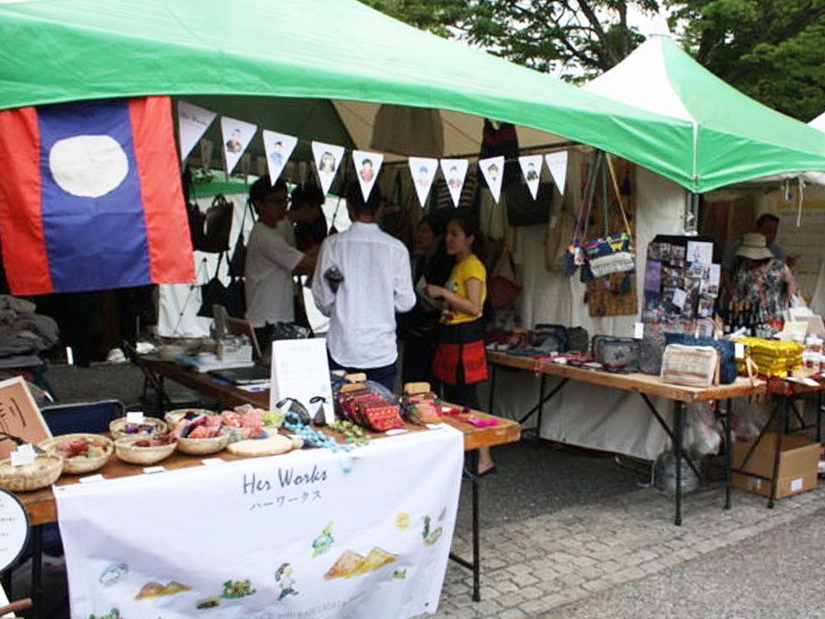ラオスの料理や雑貨などを販売するブースが出店する(写真は昨年開催時の様子)