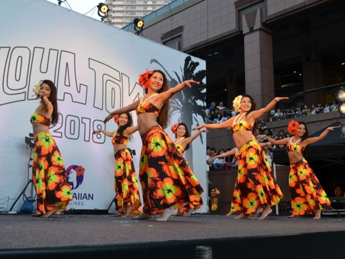 ステージではハワイと日本のアーティストらがパフォーマンスを行う(写真は昨年の様子)
