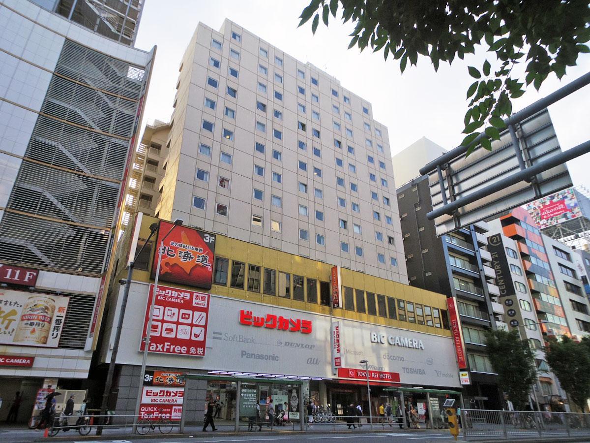 渋谷東急REIホテルの外観。路面にはビックカメラが出店している