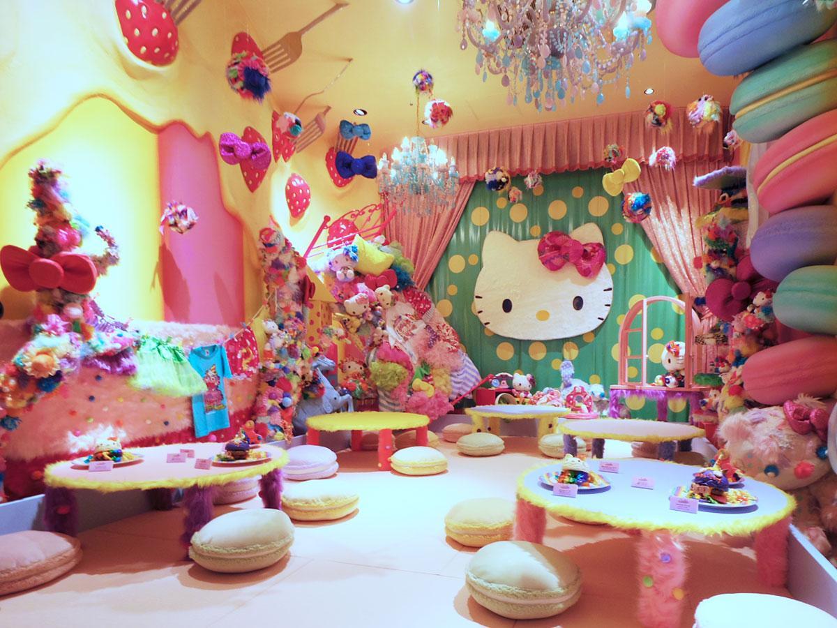 ハローキティのリボンやぬいぐるみなどを装飾する「Mel-Tea Hello Kitty Room」