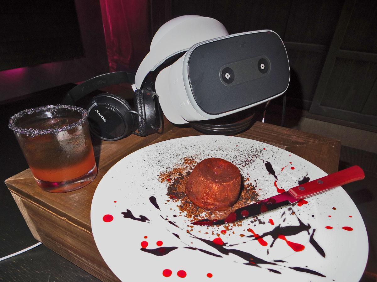 VR体験がセットになるフォンダンショコラコラやカクテルなどを提供する