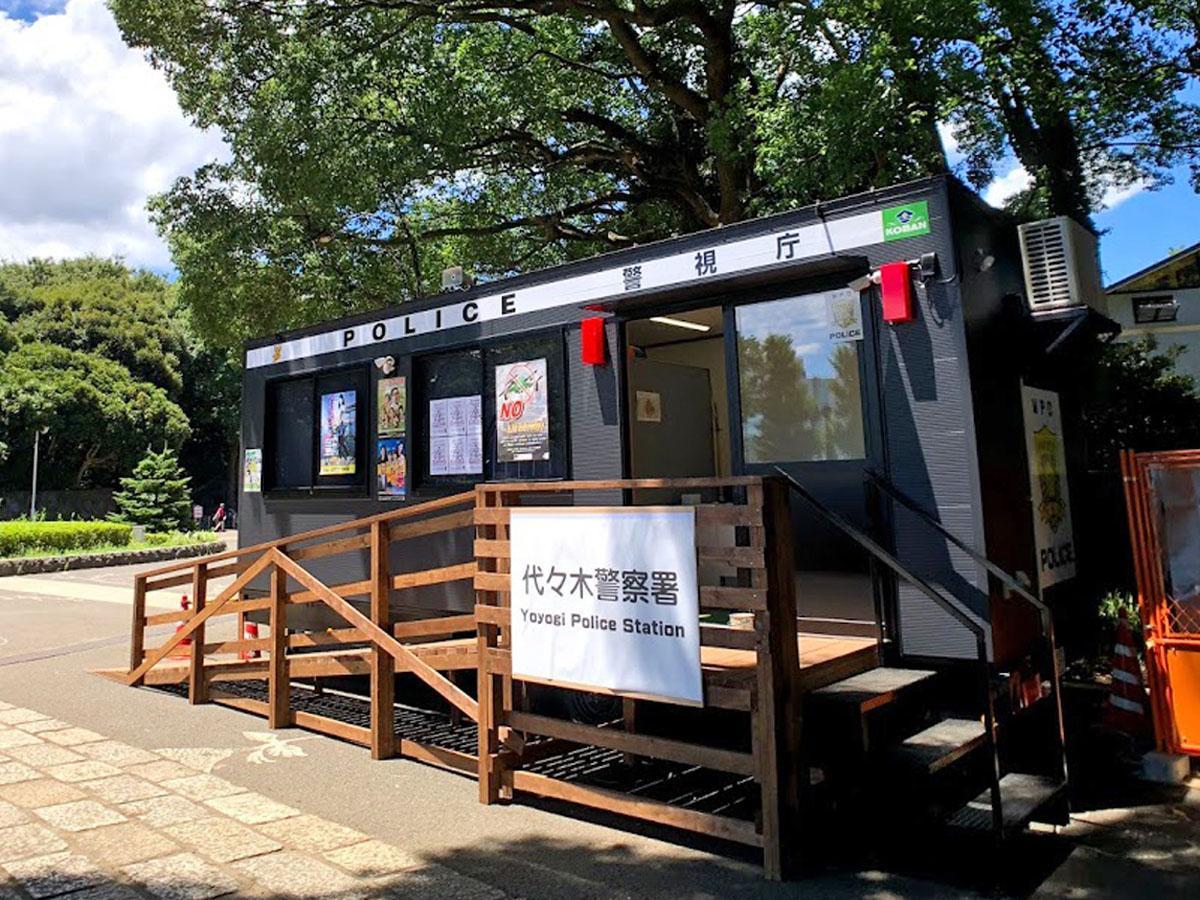 代々木公園内に設置された「トレーラーハウス型移動交番車」