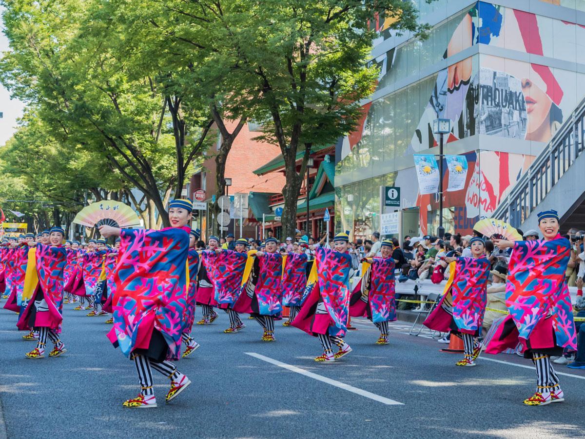 25日には表参道を交通規制して演舞を展開する(写真は昨年渋谷区長賞を受賞した「とらっくよさこい」)