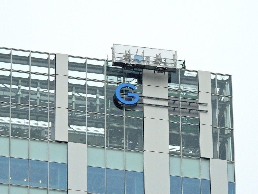 渋谷ストリーム最上階付近の外壁に出現した「G」のサイン