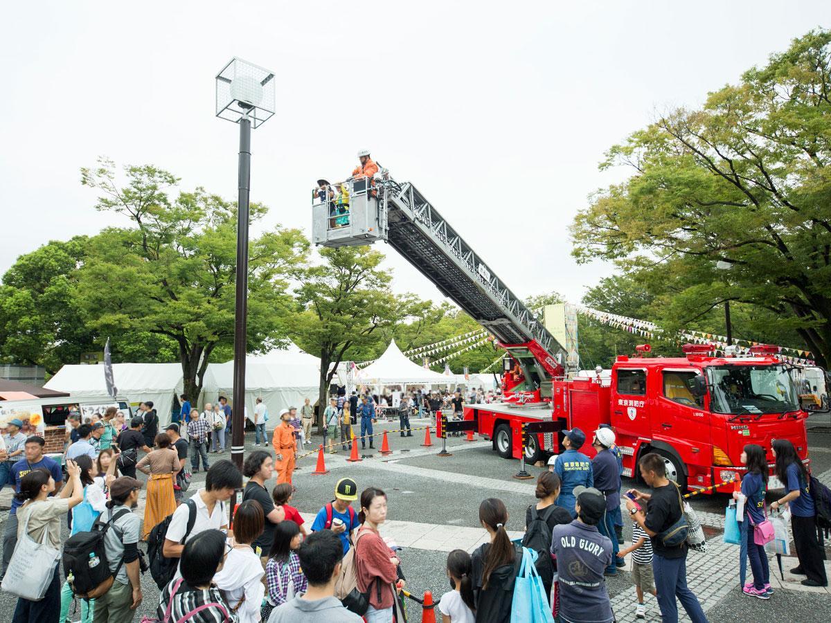 防災用品の展示などのブース出展や、はしご車の体験などの体験コンテンツを展開する(写真は昨年の様子)