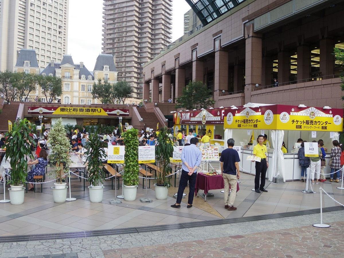 センター広場で展開する屋外ビアホール(写真は過去開催時の様子)
