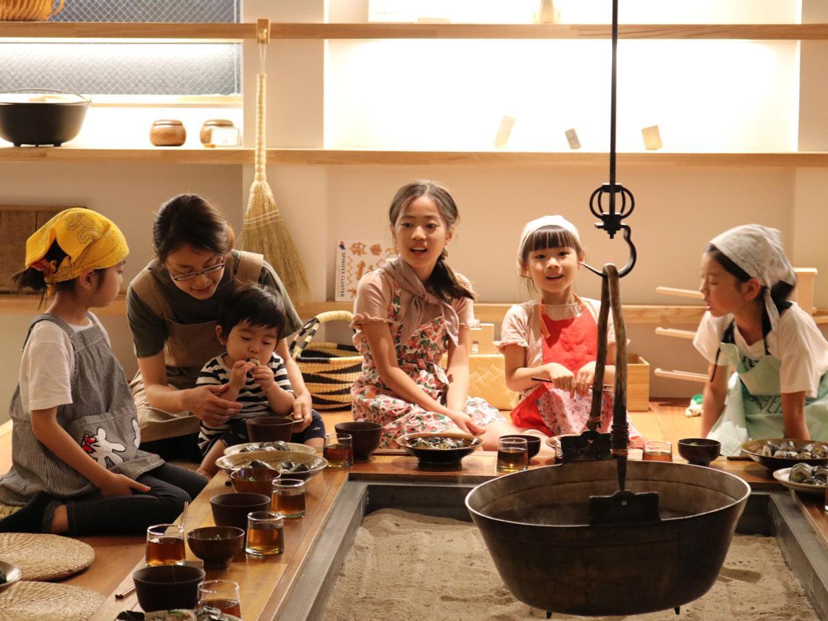 子どもたちが料理や接客をする「いろりカフェ」のイメージ