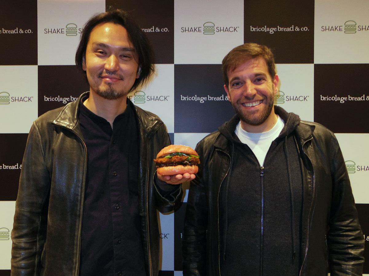 (左から)生江史伸シェフとメニュー開発ディレクターのマーク・ロザッティさん