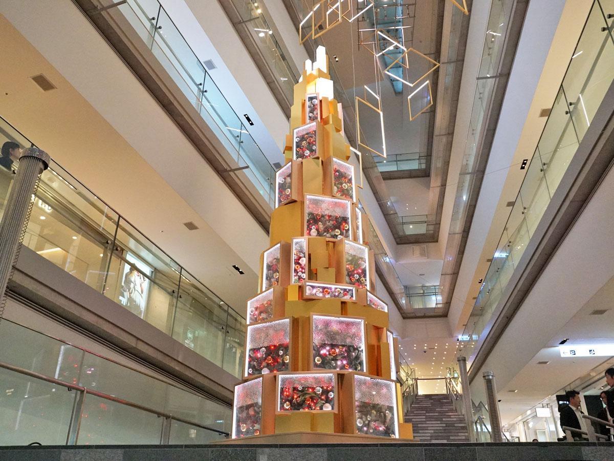 表参道ヒルズで点灯したクリスマスツリー