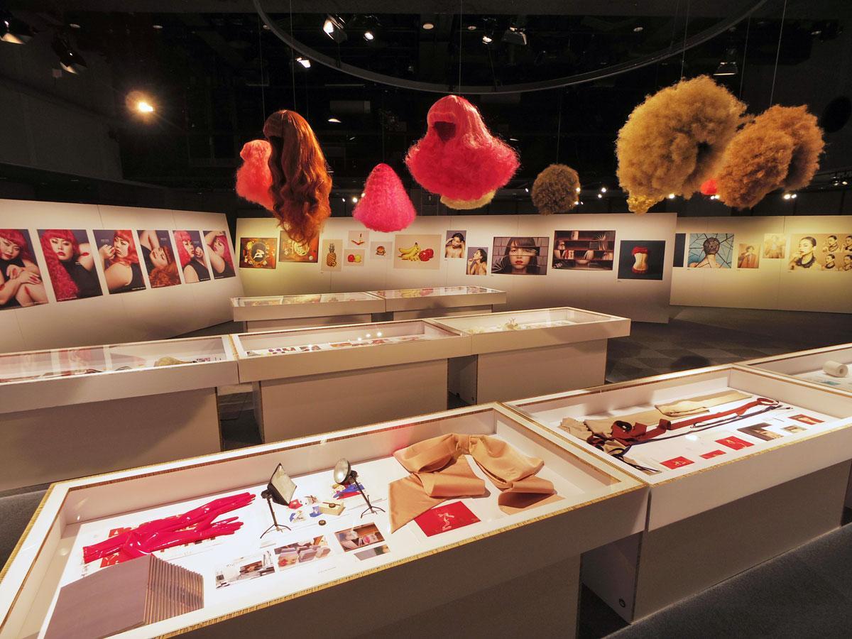 ラフォーレ原宿でアートディレクター・吉田ユニさん個展 12年間の作品、スケッチなども