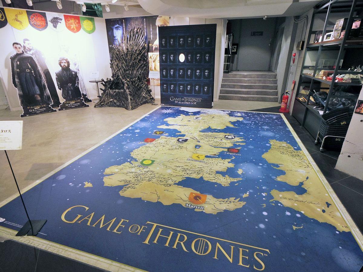 会場の床には主な舞台となる架空の大陸「ウェスタロス」の地図を掲出