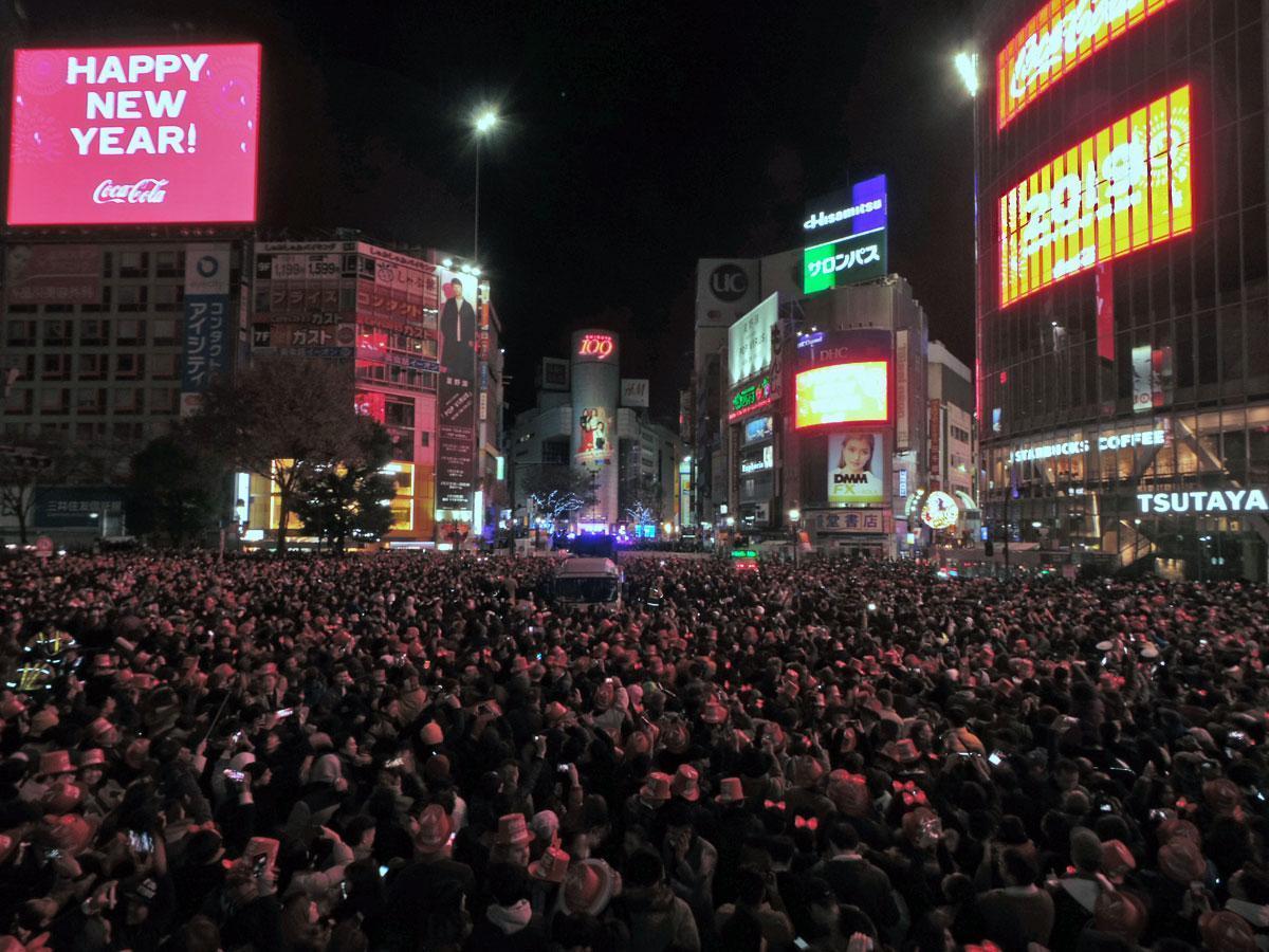昨年のカウントダウンの様子。約12万人が渋谷駅周辺で新年を迎えた
