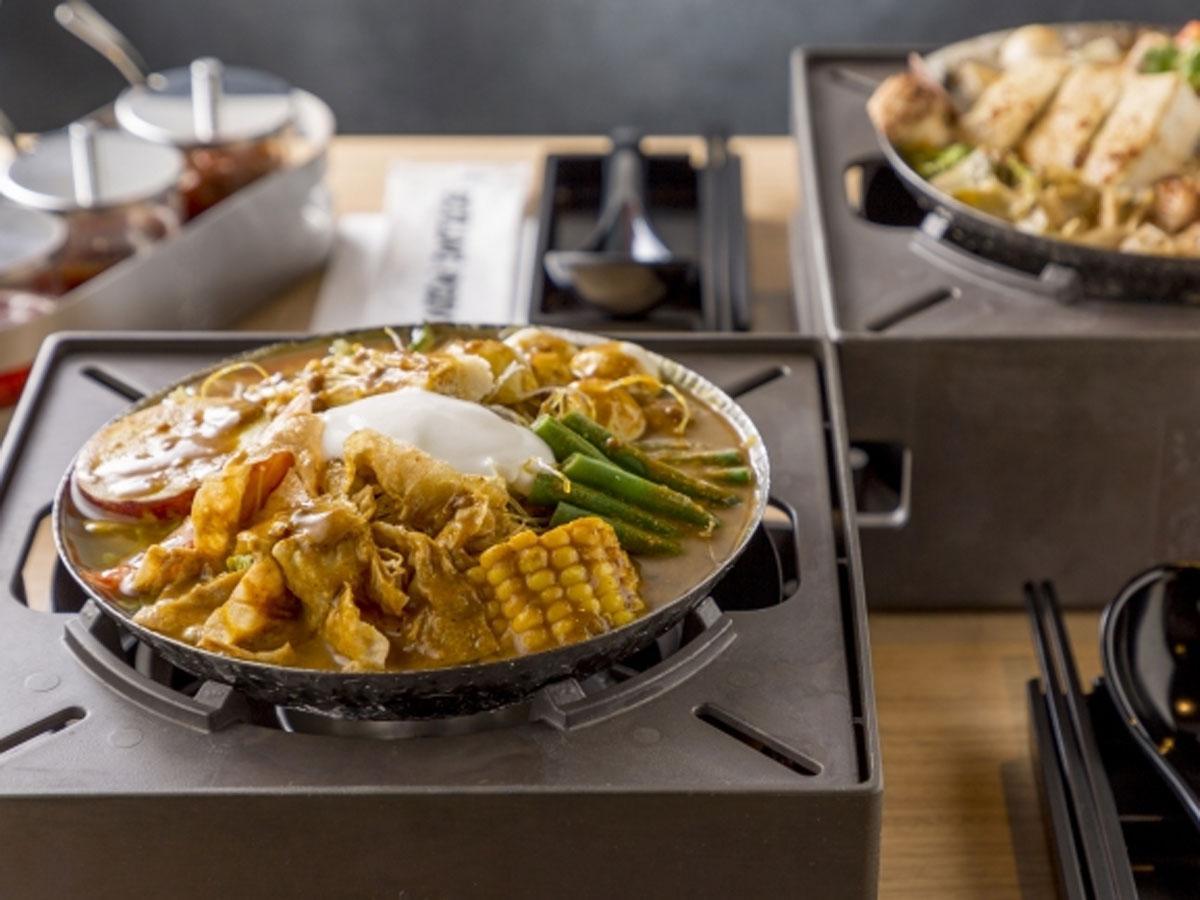 オリジナルのストーブに底の浅いスープで提供する鍋