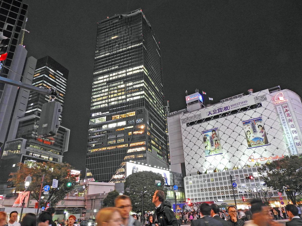 観光客も多く訪れる渋谷駅前スクランブル交差点の様子
