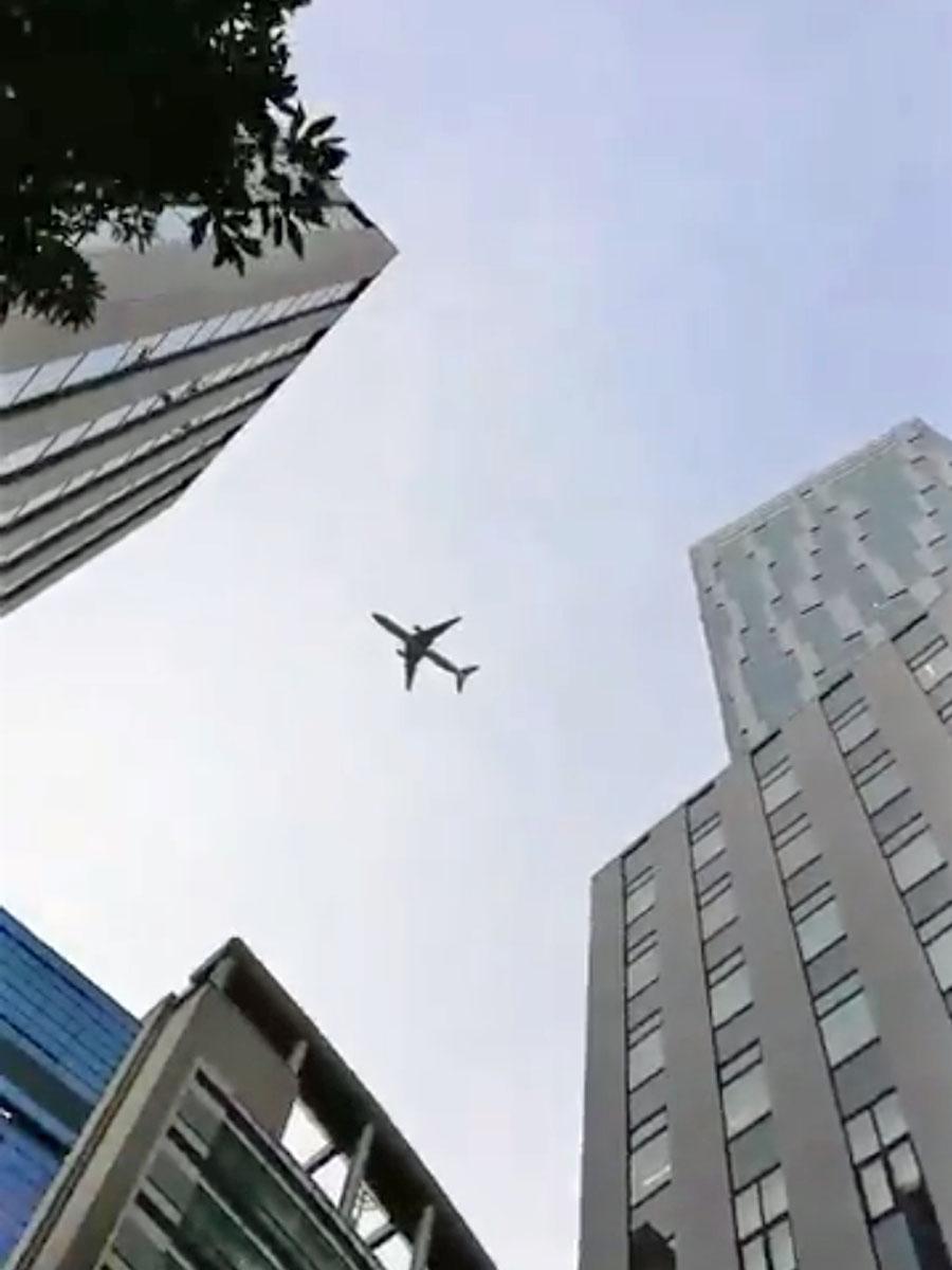 新ルートで渋谷駅周辺を飛行する航空機の様子(2月3日撮影、画像提供=渋谷のラジオ)