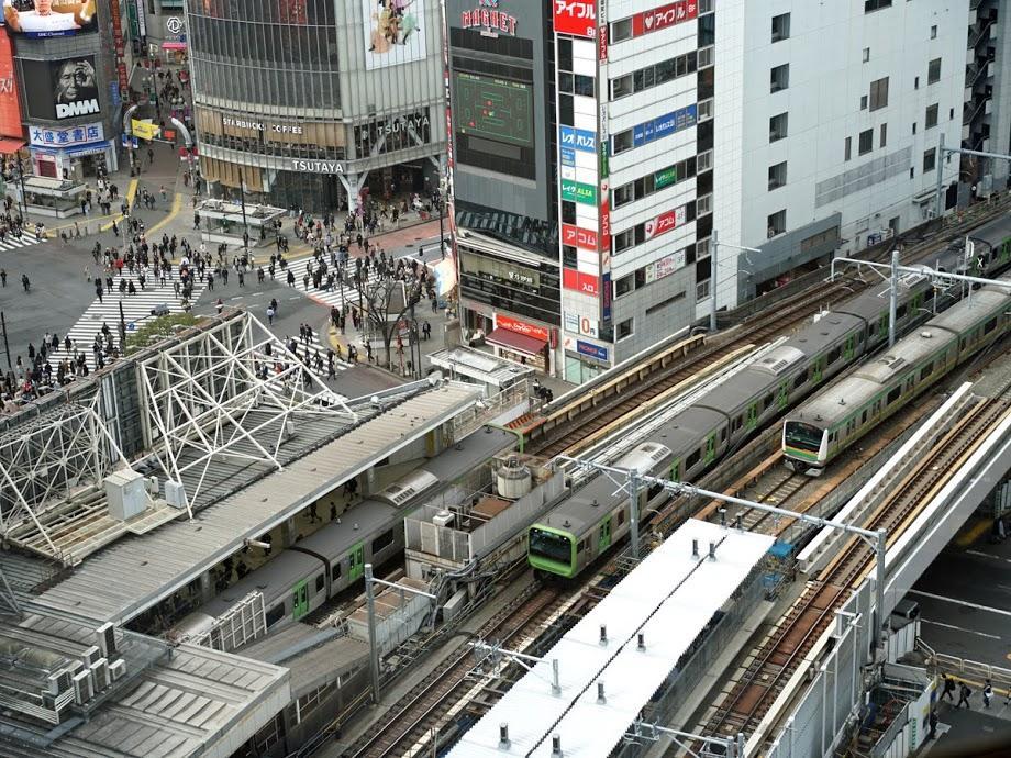並列化に向けて工事が進むJR渋谷駅
