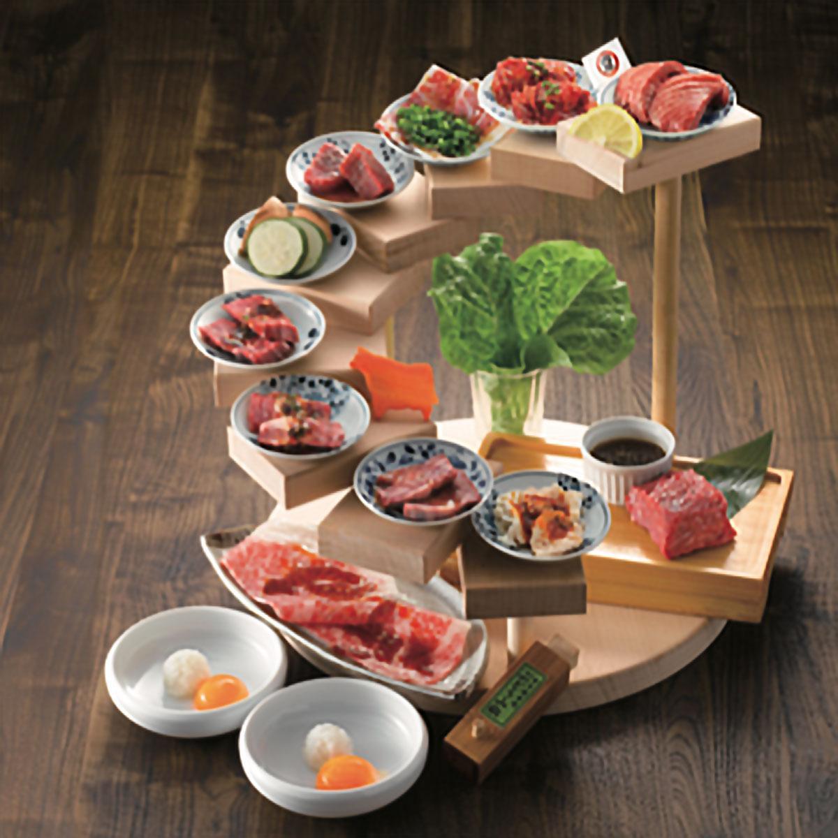 10種の肉を盛る「10段盛り」(2人前6,380円)