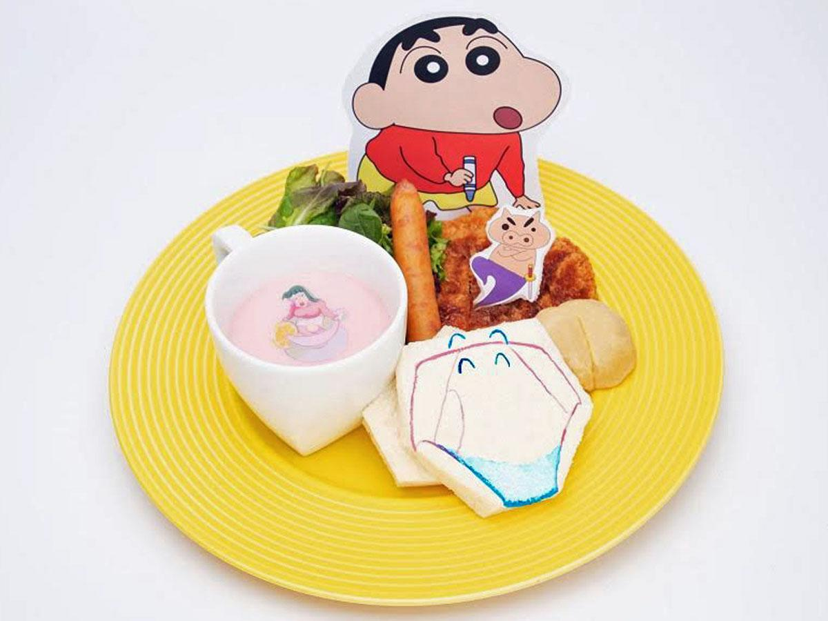 主人公・野原しんのすけが描いた落書きから生まれたブリーフをかたどったパンなどのオープンサンド(1,390円)©U/F・S・A・A 2020