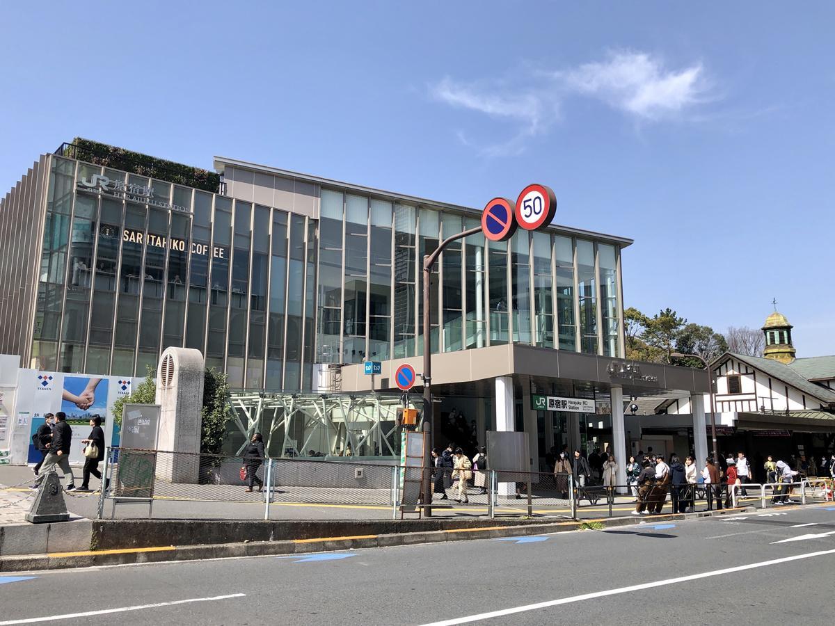 JR原宿駅新駅舎東口付近と旧駅舎