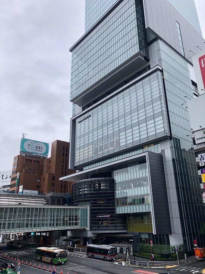 「ShinQs」が入る渋谷ヒカリエの外観