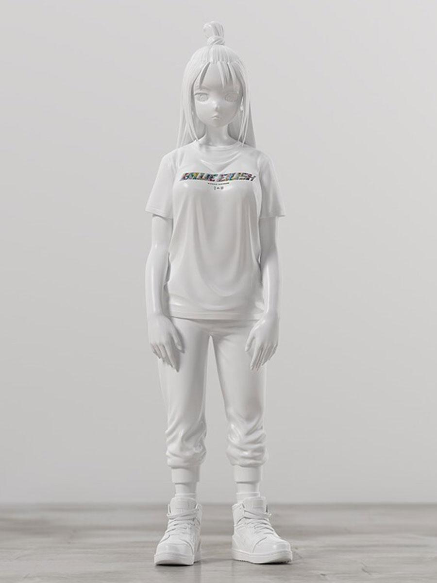村上隆さんが制作した「ビリー・アイリッシュ像」はコラボコレクションのTシャツを着ている