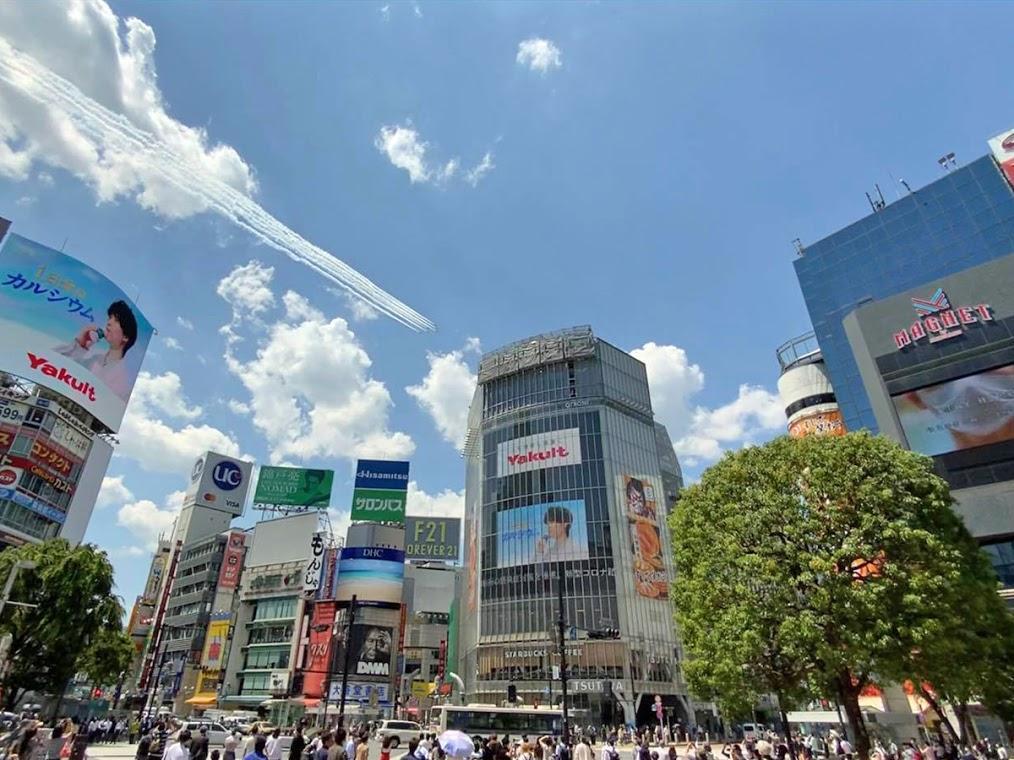 渋谷駅周辺の上空でも航過飛行が見られた