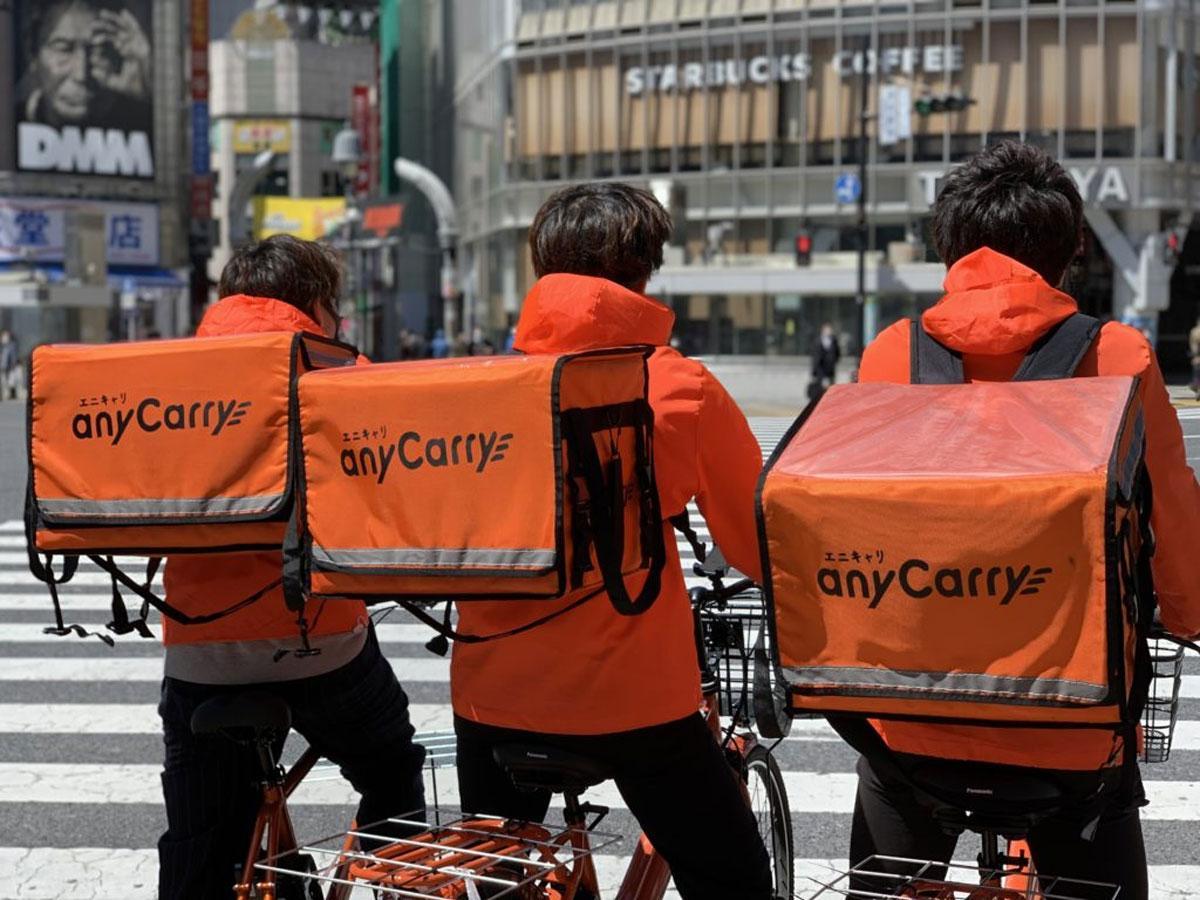 ビックカメラ渋谷東口店から「エニキャリ」のドライバーが商品を配達する
