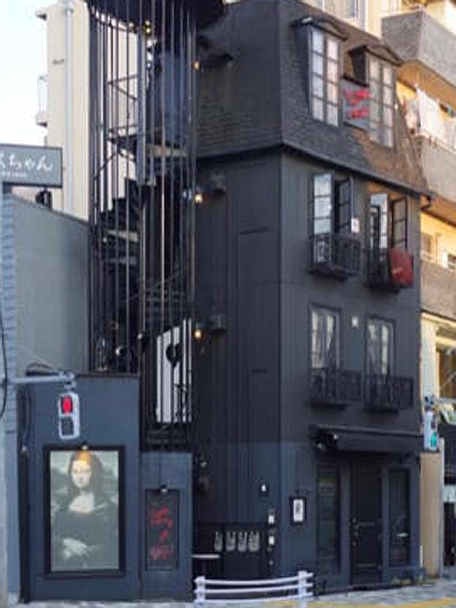 「DEENEY'S」の路面店が出店するビル外観