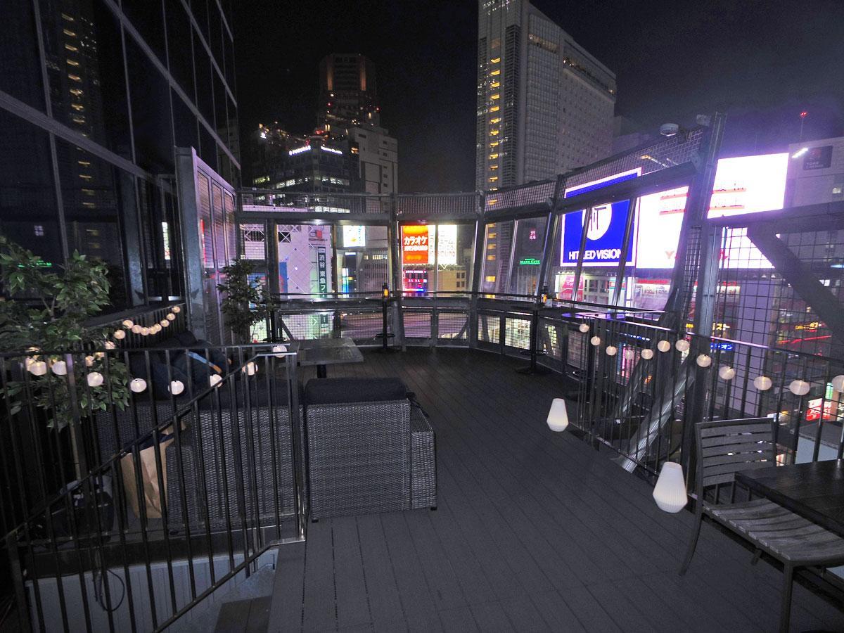 渋谷駅前のスクランブル交差点を見下ろせる展望台で初展開するビアテラス