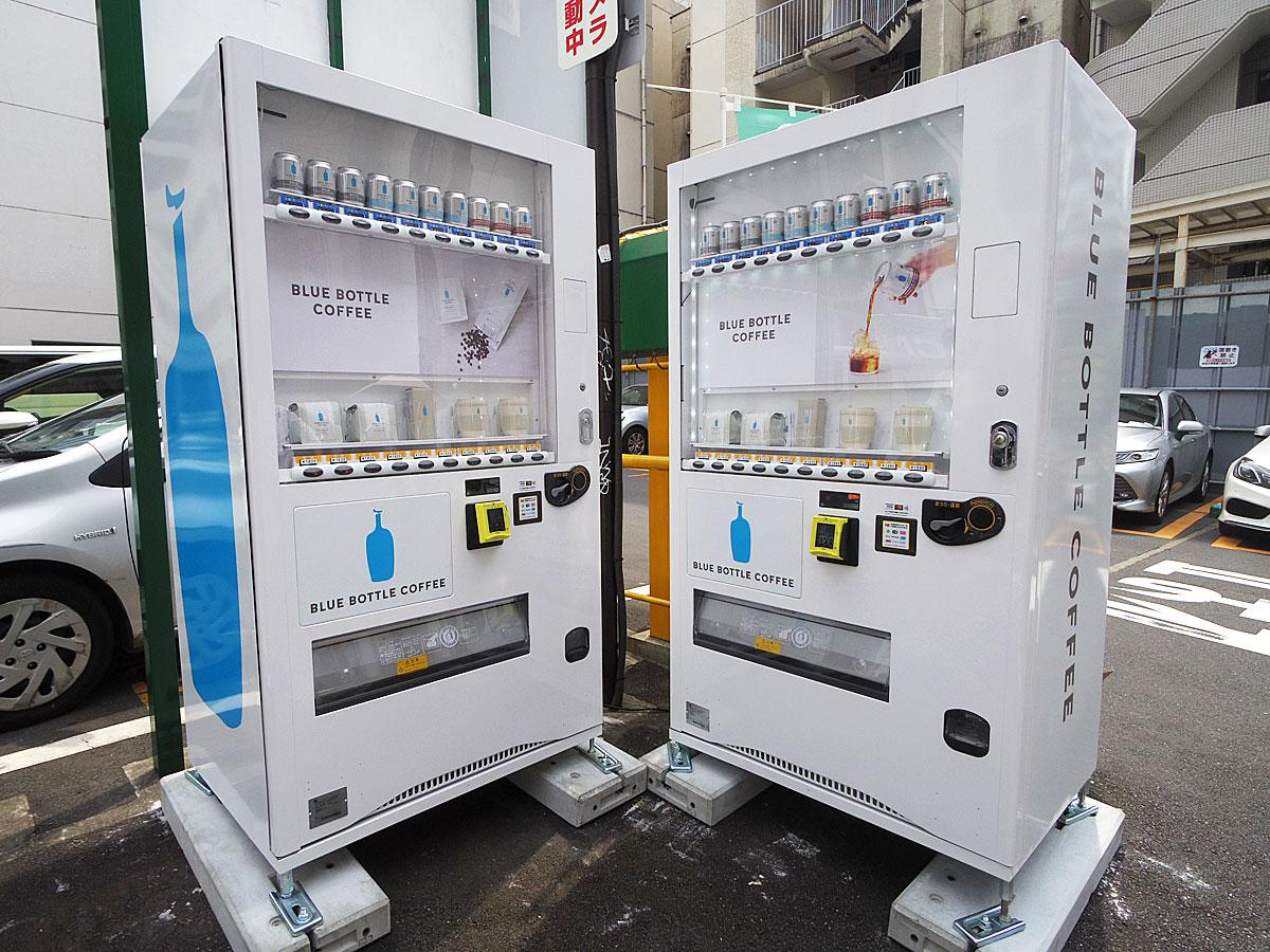 駐車場の一角に設置した「ブルーボトルコーヒー」自販機