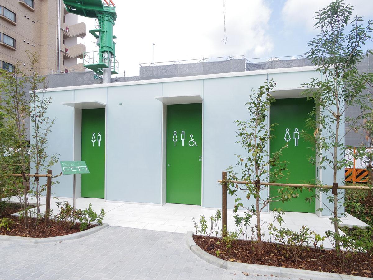 「公園になじむように」デザインされたトイレ