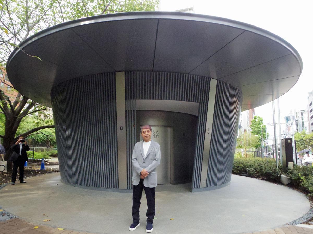 「雨宿り」をコンセプトにした公衆トイレのデザインを手掛けた安藤忠雄さん