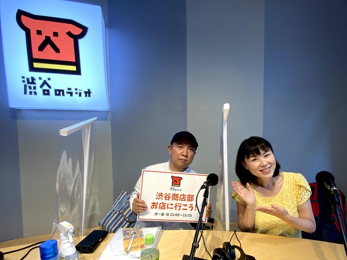 本番を終え番組をアピールするナビゲーター・深野重人さん(左)とパーソナリティー・原田佳子さん(右)