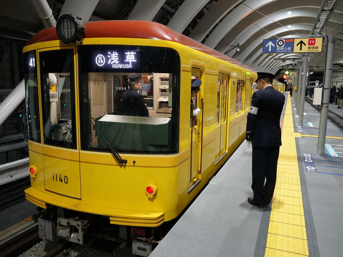 渋谷駅から浅草駅に向かう東京メトロ銀座線