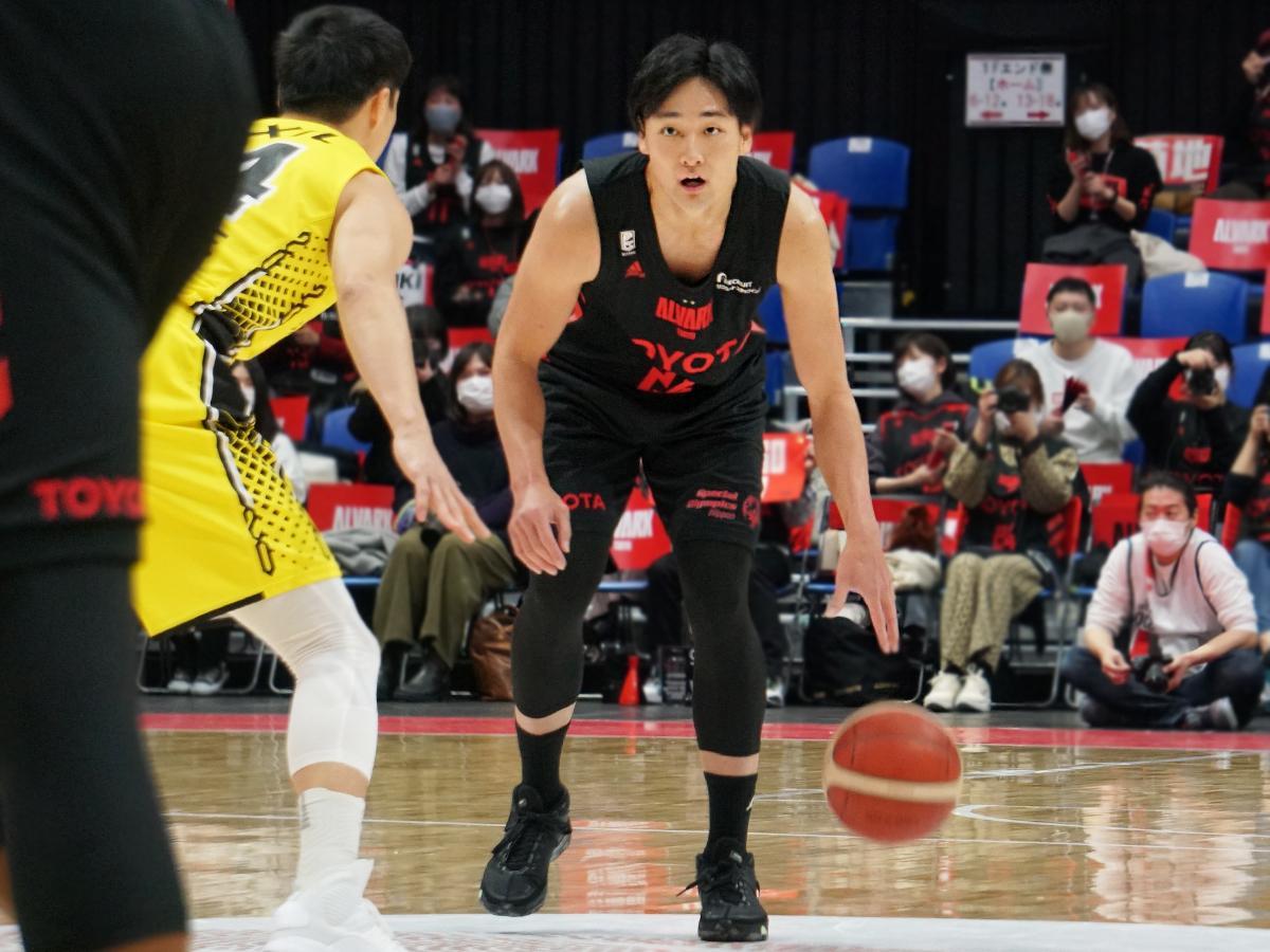 田中大貴選手(右)がブザービーターを決めA東京が勝利を収めた