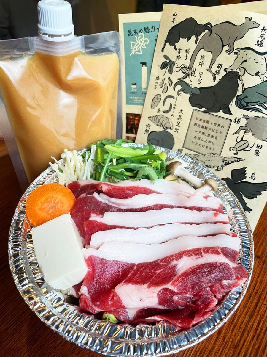 ガスコンロやIHで調理できるアルミ鍋で提供する「獣鍋」。写真はイノシシ肉の「牡丹鍋」