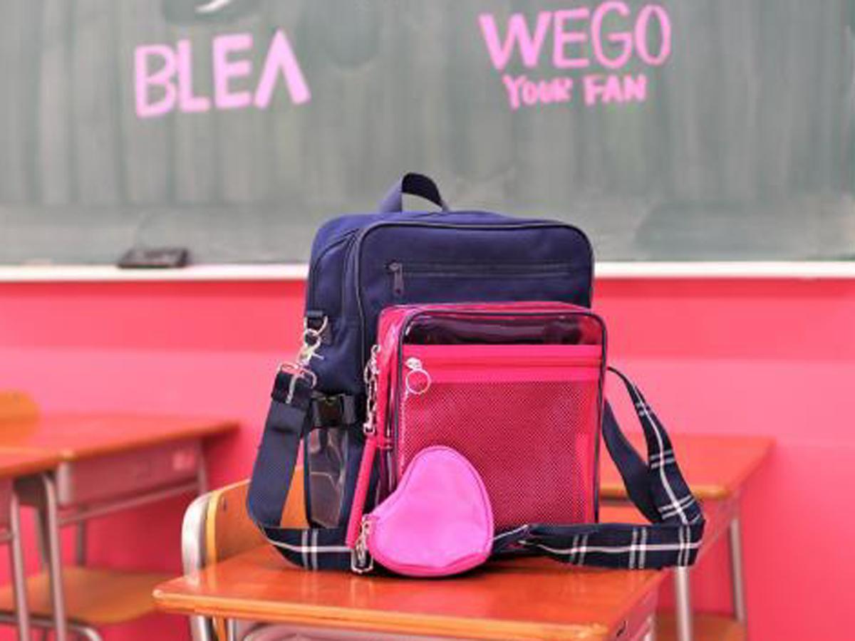 制服にも合うようなデザイン性や学生が求める機能性などにこだわったというスクールバッグ