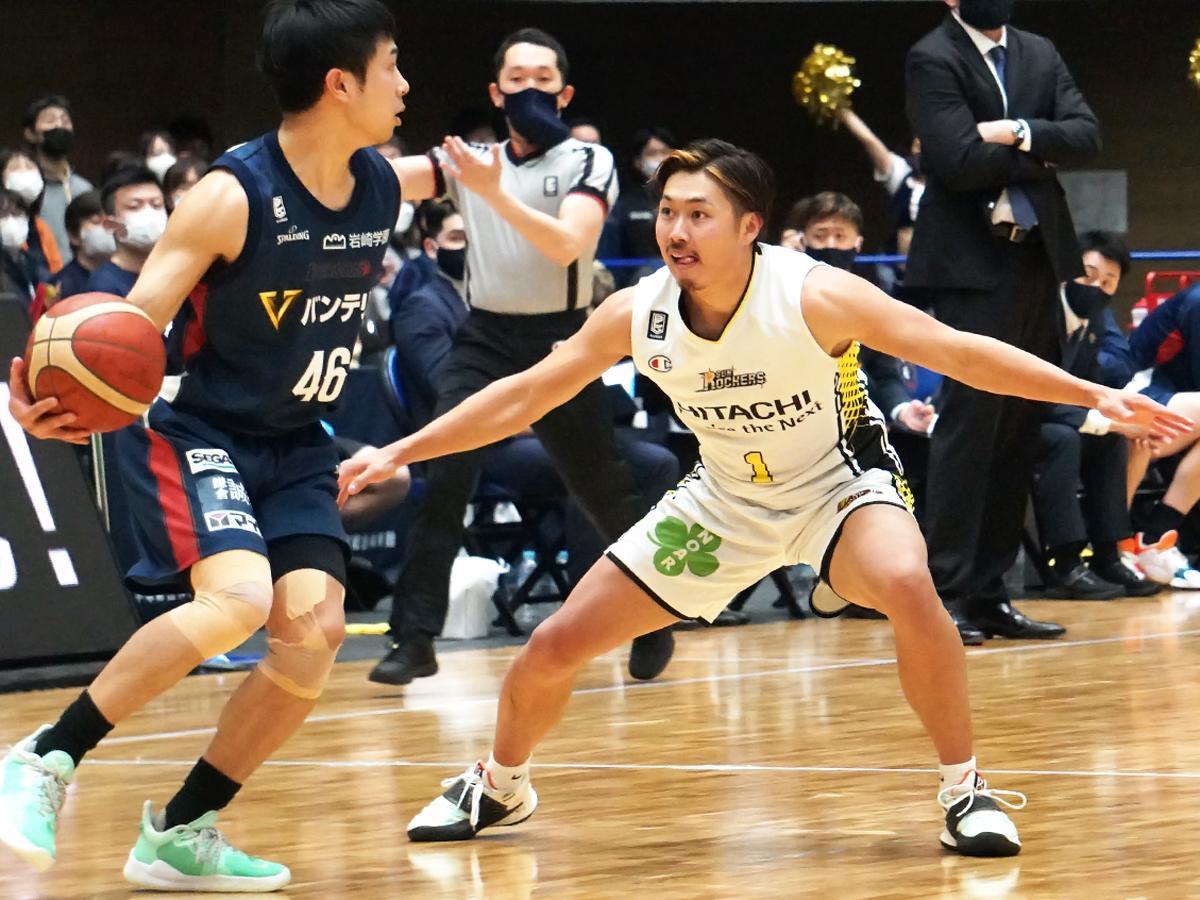 好守でチームに勢いをもたらした関野剛平選手(右)