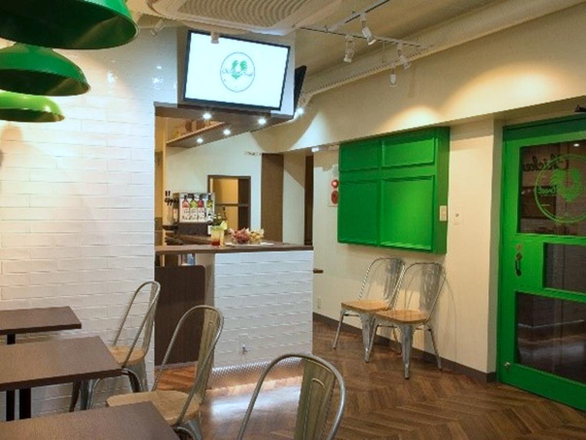 緑と白を基調にする店内