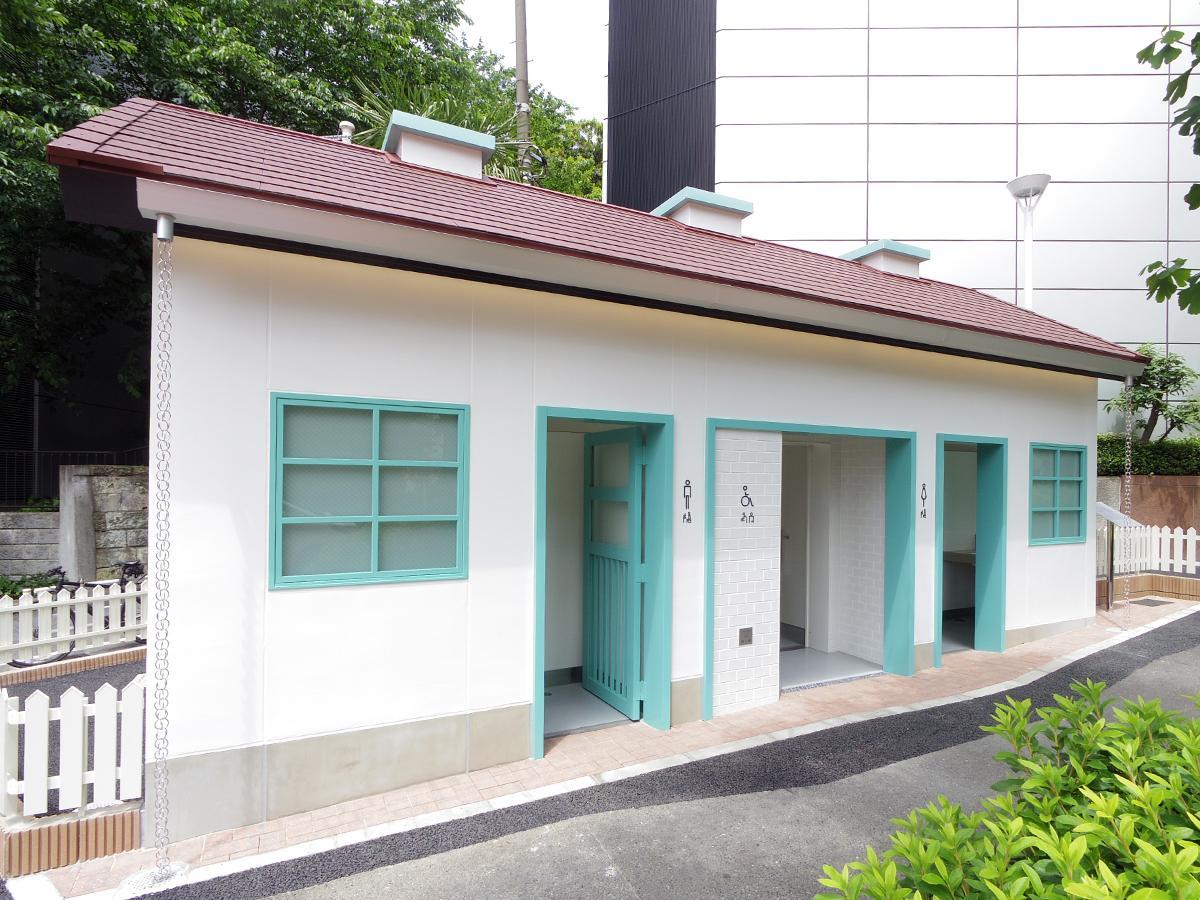 一軒家をイメージした神宮前公衆トイレ