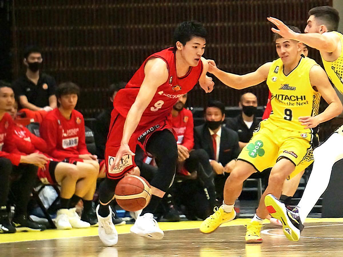 青山学院大学出身の安藤周人選手(写真中央)