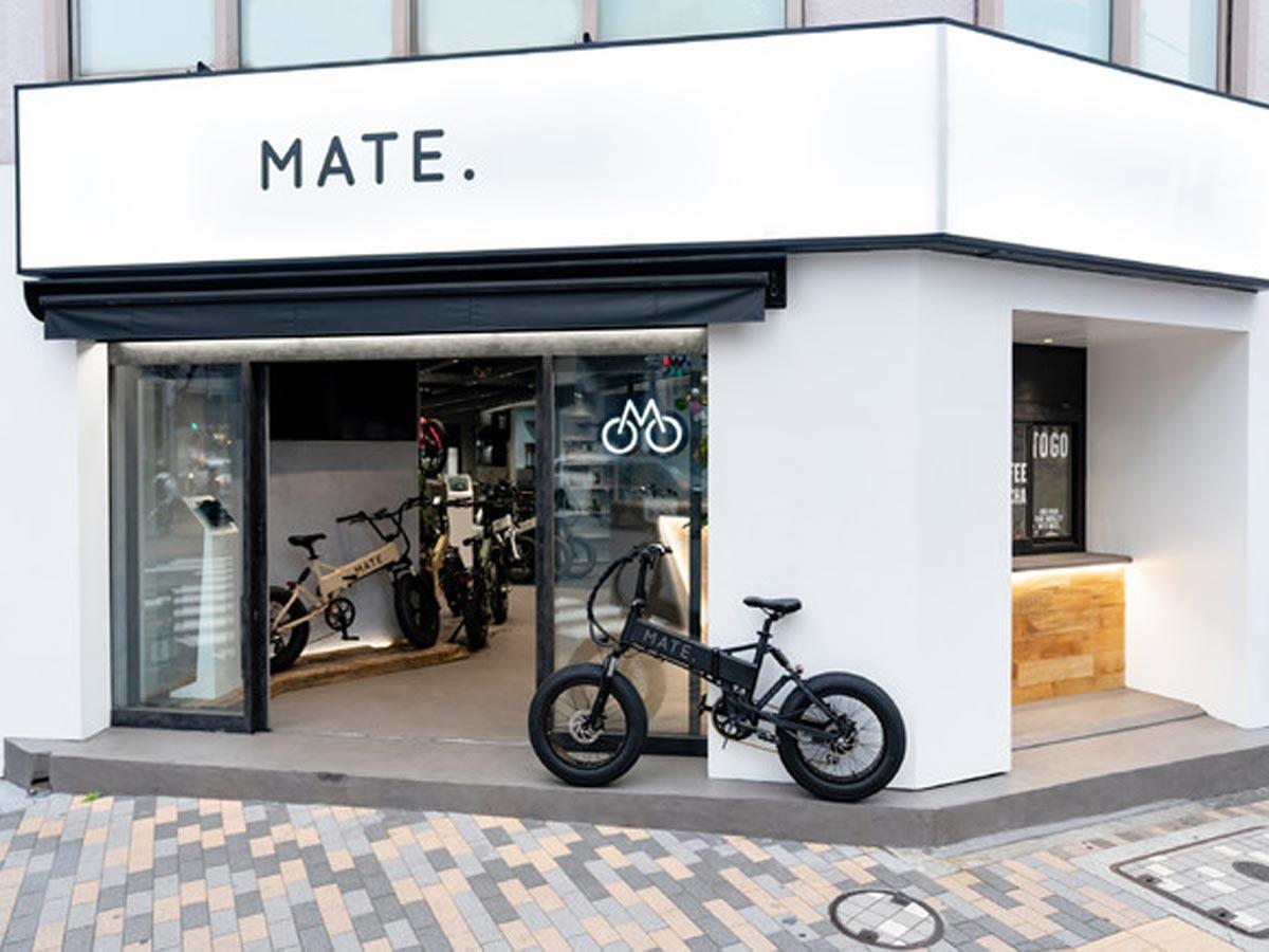 駒沢通り沿いに位置する店舗の外観