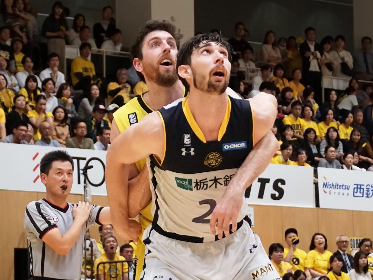 日本でのプレー経験も豊富なライアン・ロシター選手(手前)