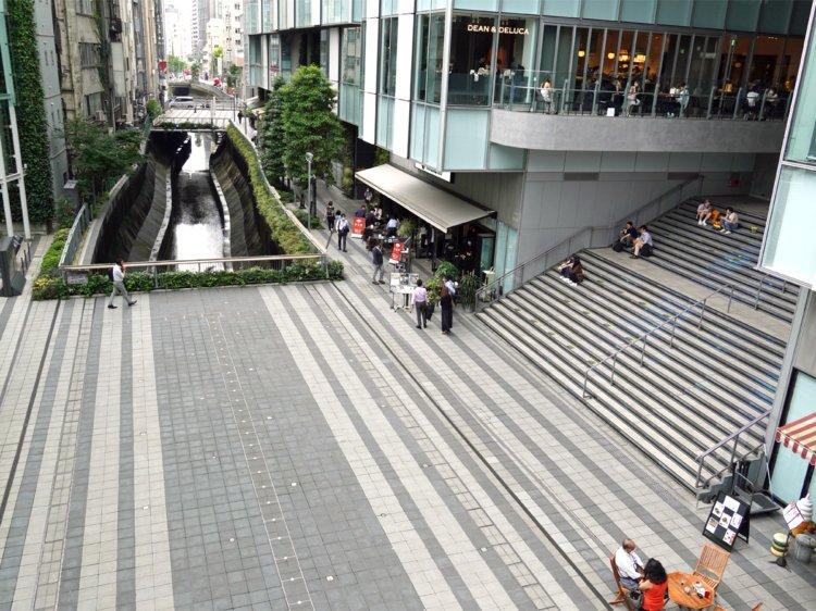 会場となる渋谷ストリーム前の稲荷橋広場