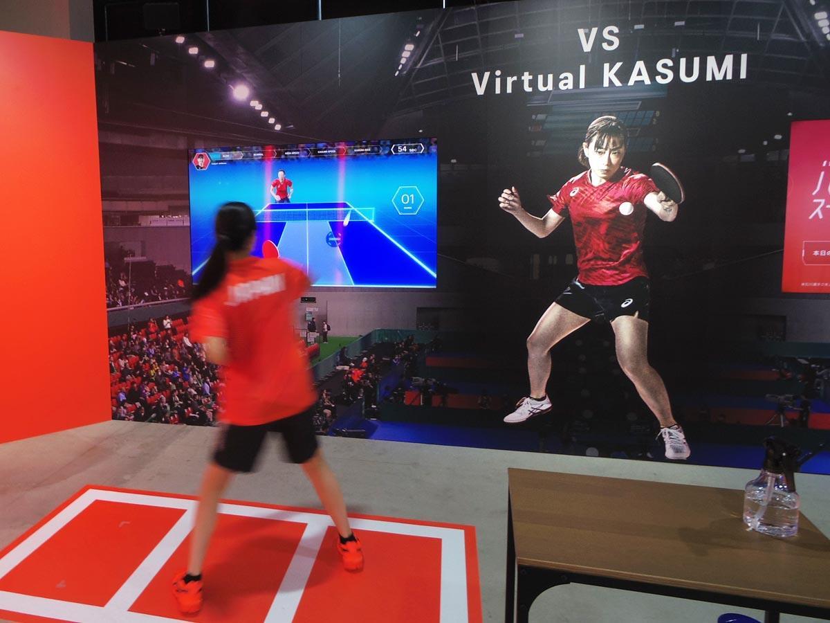 石川選手の動きを表現した「バーチャル佳純」とラリー対決