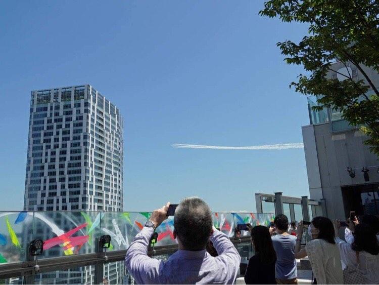 渋谷の上空を飛行したブルーインパルス